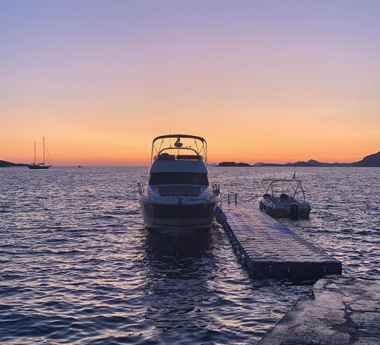 dubrovnik sunset yacht